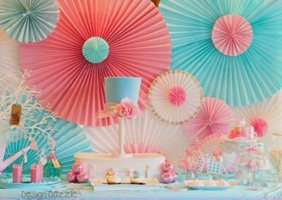 paper-rosette-backdrop-used-to-decorate-home_0